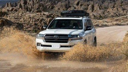 Компания Toyota выпустила спецвариацию Land Cruiser Heritage Edition