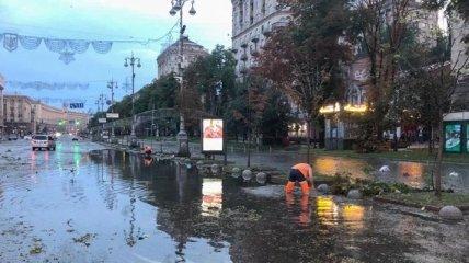 Синоптики объяснили, почему ночная гроза затопила центральные улицы Киева