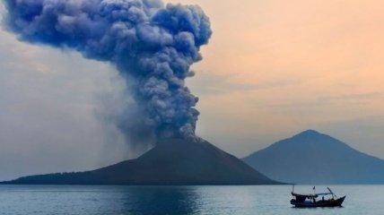 Вновь активизирвался знаменитый вулкан Анак-Кракатау