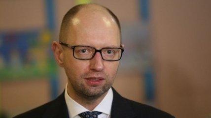 Яценюк попросил депутатов об своей отставке и покинул зал