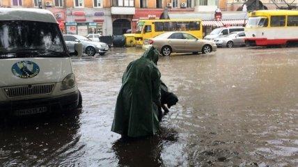 """""""Ну на**р такие покатушки!"""" Смытый потопом в Одессе иностранец оказался живым (видео)"""