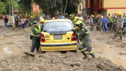 Наводнение в Колумбии: потоки воды и грязи сметали автомобили (Фото)