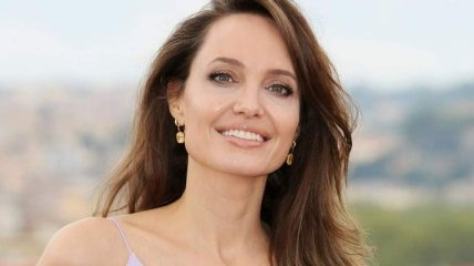 Анджелину Джоли заметили на свидании с канадским певцом