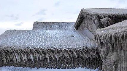 Зимний шторм: на Великих озерах непогода сковала дома льдом (Видео)