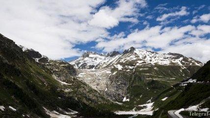 В Швейцарии самолет врезался в горный ледник в Альпах, есть жертвы