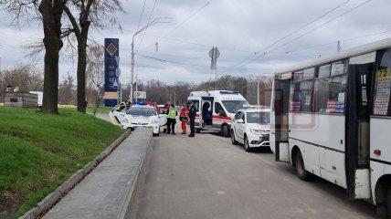 Маршрутчик подрался с полицейскими из-за пассажиров в Киеве (фото)