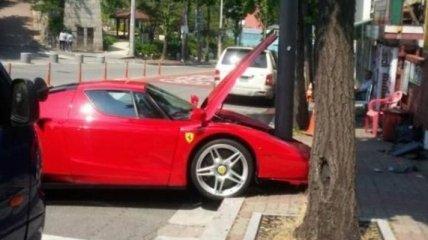 Редкий суперкар Ferrari Enzo попал в аварию в Корее