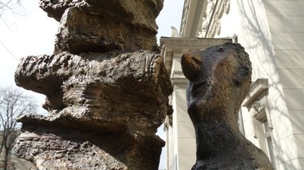 Книголюбы оценят: в Одессе открыли памятник читателю (Видео)