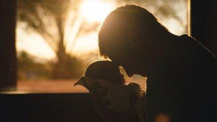 В каком возрасте украинцы чаще всего становятся отцами: в Госстате провели исследование