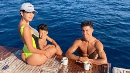 Роналду отпраздновал второе Скудетто на яхте с семьей (Фото)