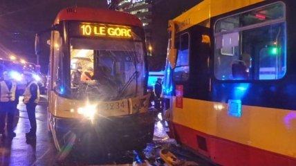 В Варшаве лоб в лоб столкнулись трамваи, есть пострадавшие