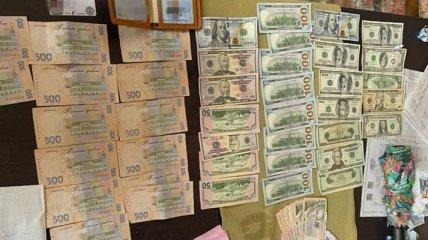 Дешевле учебы на контракте: в столичном вузе торговали дипломами (фото)
