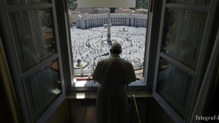 Снятие карантина: сотни людей пришли на площадь Святого Петра в Ватикане