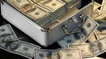 Американець знайшов посеред вулиці коробку з 27 тисячами доларів (Відео)