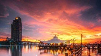 Романтичные индонезийские пейзажи на закате дня (Фото)