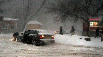 За сутки спасатели извлекли со снежных заносов 14 машин на Одесщине