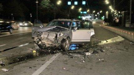 В центре Киева произошло лобовое столкновение, погиб водитель (эксклюзивные фото)