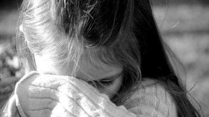 Отец не запрещал малолетней дочери иметь интимные отношения с ребятами