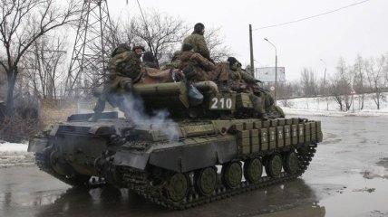 Террористы накапливают бронетехнику и вооружение