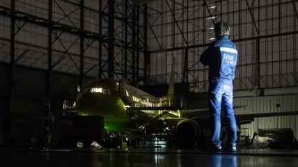 Ночные хищники: мощные самолеты в темных гаражах (Фото)