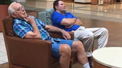 Невозможно сдержать смех: бедные мужчины на шоппинге со своими женами