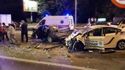 Погоня в Киеве: водитель на скорости врезался в машину полиции