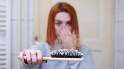 Люди теряют волосы: врачи рассказали об еще одном последствии пандемии коронавируса