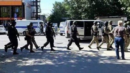 В России мужчина захватил банк, угрожая рюкзаком с торчащими проводами: это почти сработало