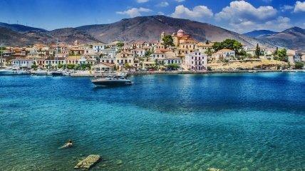 В Эгейском море спасли туристку, которая провела два дня на надувной лодке