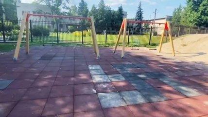 """На Полтавщине детскую площадку """"украсили"""" свастикой (фото)"""