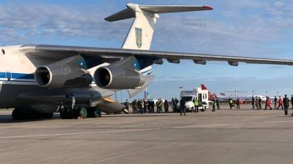 У Київ прибув літак з евакуйованими з Кабула громадянами