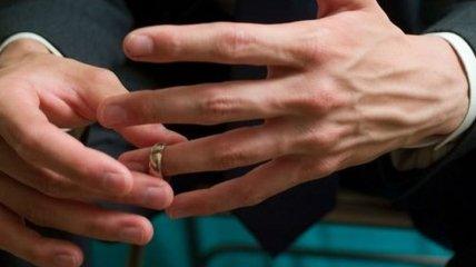 Как мужчина переживает развод с супругой? Мифы и советы в непростой период