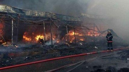 В Баку горел торговый центр, пострадали работники МЧС