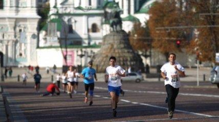 В центре Киева перекрыто движение из-за проведения марафона