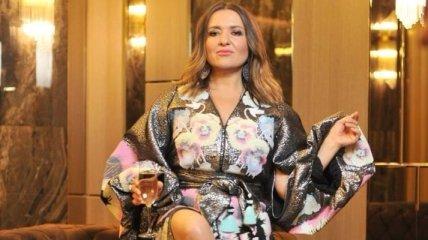 Наталья Могилевская похвасталась формами в эффектном платьем (Фото)