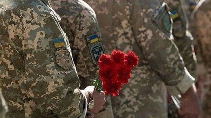 На Донбассе двое военных подорвались на взрывчатке, один погиб