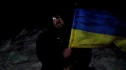 Россиянин поднял флаг Украины на самой высокой горе Крыма