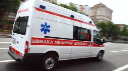 В Харькове на женщину с двумя детьми упал железный забор