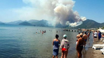 """Турция горит, но в Мармарис и Бодрум продолжают отправлять туристов: сколько стоят """"горящие"""" путевки"""