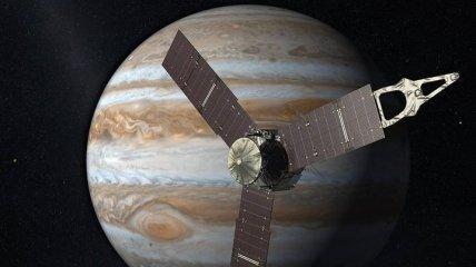 """Новые снимки от """"Юноны"""": самые большие ураганы в Солнечной системе"""