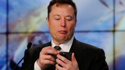 Богатейший человек Земли решил из космоса насолить Илону Маску