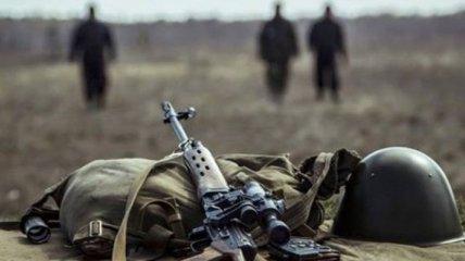 Военный вертолет доставил в Днипро тяжелораненого бойца ООС