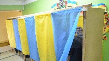 Во Львове глава УИК покинул избирательный участок с печатью