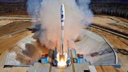 """На стартовой площадке космодрома Восточный установили ракету """"Союз-2.1б"""""""