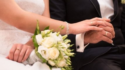 Пятнадцатая годовщина - хрустальная свадьба.
