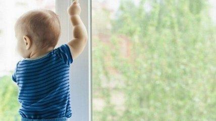 Годовалый малыш чудом выжил после падения с 5-го этажа в Запорожской области