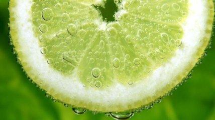 Лимонный сок разрушает камни в почках
