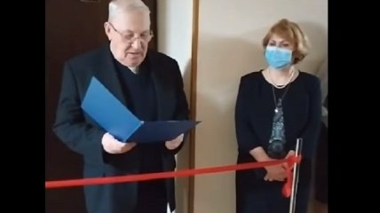 Ветром из России надуло: торжественное открытие туалета в киевском вузе насмешило сеть (видео)