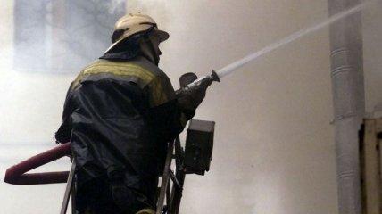В Киеве произошел пожар в цехе по обработке дерева