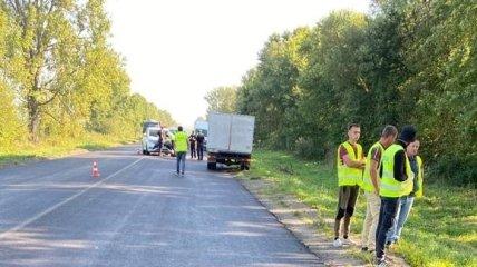 Во Львовской области грузовик сбил дорожных рабочих, один человек погиб